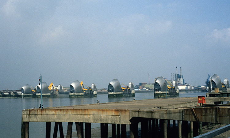 Thames barrier, Charlton, 1996